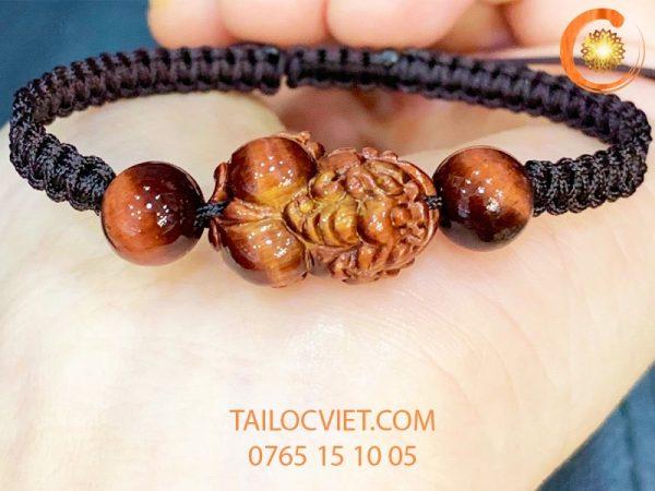 Vòng đeo tay Tỳ Hưu phong thuỷ bằng đá đào hoa